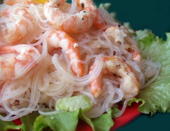 Салат с фунчозой с креветками рецепт