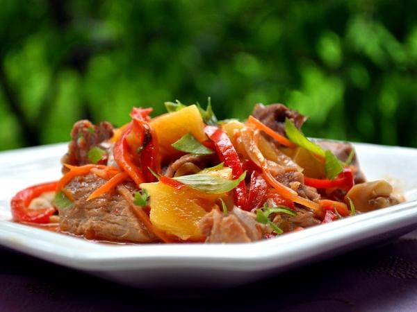 Индейка тушеная с овощами в духовке