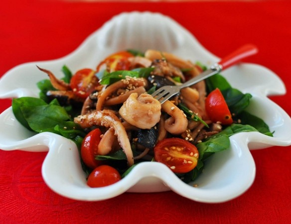 салат из кальмаров Горячий