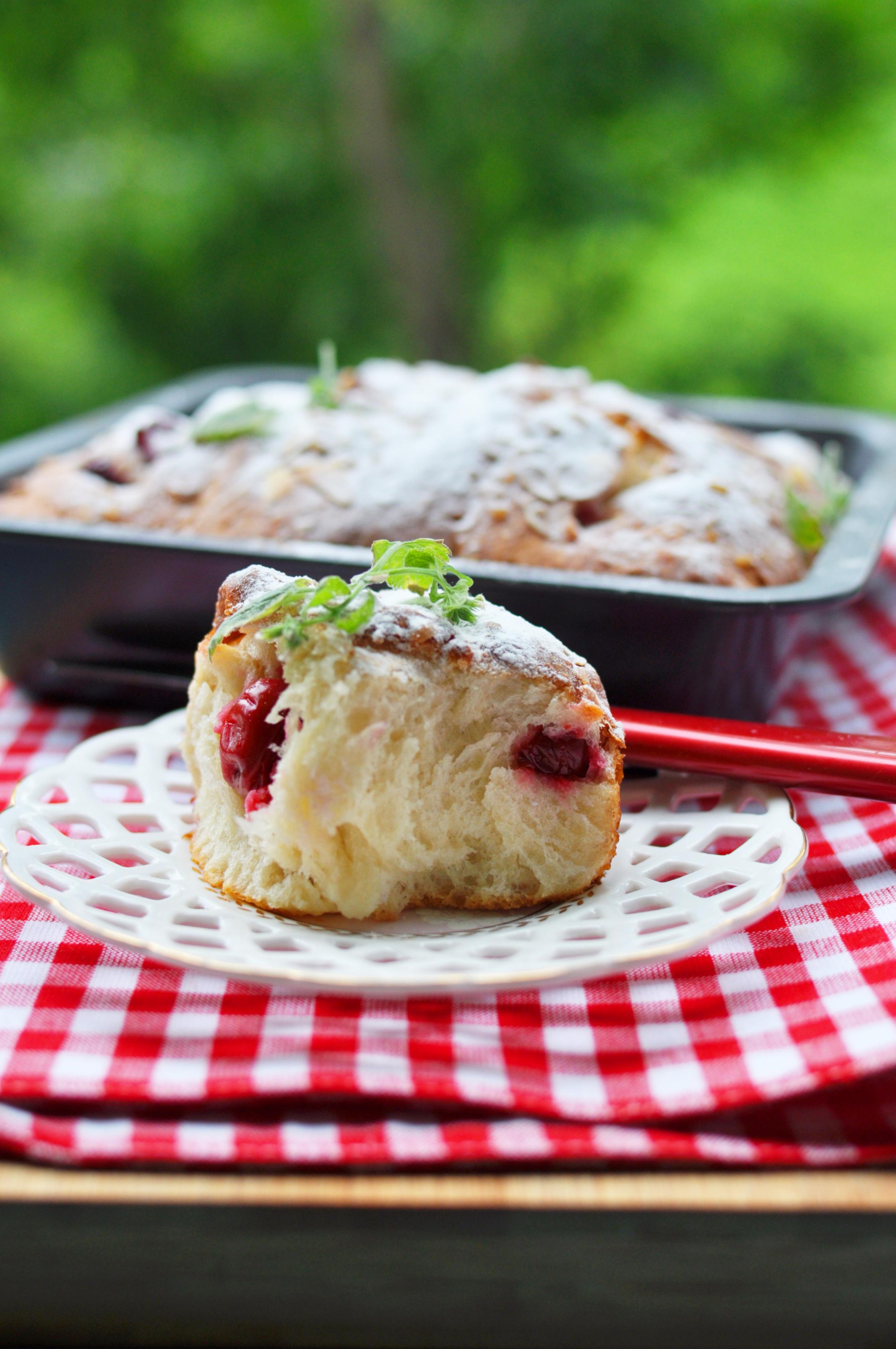 Тушить куриную печень в сметане на сковороде